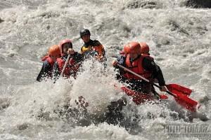 Rafting na Rýnu s vyšší vodou - CK Adventura a CK Adrenaline Centre
