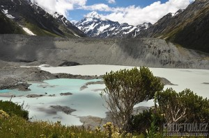 Nový Zéland, jezero a Mt Cook v dáli
