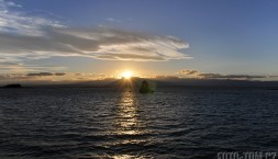 Západ slunce nad Tasmanovým mořem v Nelsonu