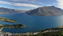 Nový Zéland, Queenstown a Wakatipu lake panorama