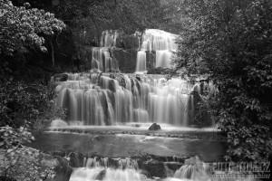 Černobílý vodopád