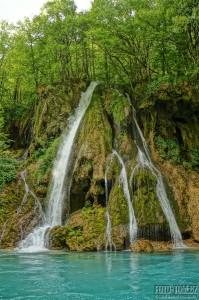 Vodopád v kaňonu řeky Tara - Černá Hora