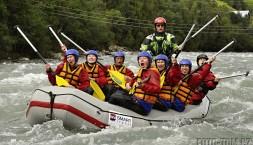 Norsko - rafting na Sjoe - kytaristi na raftu?