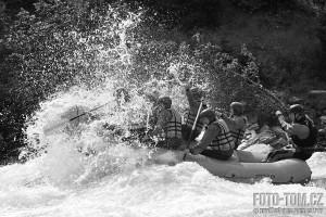 Rafting na Sjoe v Norsku - černobílá fotografie
