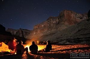 Večerní pohoda u ohně v Grand Canyonu