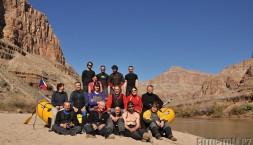 Všech 16 členů výpravy na Colorado, únor 2013