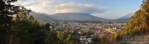 Město Antigua a sopka Agua, Guatemala, panorama