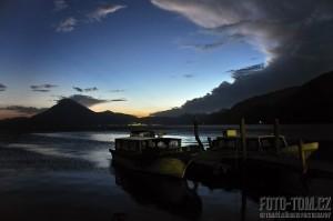 Lago de Atitlan, přístav Panajachel, Guatemala