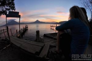 Jezero Atitlan, Panajachel, západ slunce a Pája