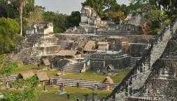 Májské ruiny Tikal, hlavní náměstí
