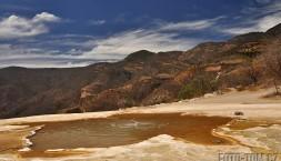 Hierve El Agua jezírko - i když bublá, nebylo teplé