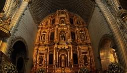 Jediný vyzdobený kostel, co jsme za celou dobu viděli (rybím okem)