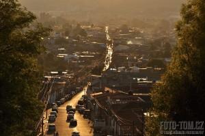 Západ slunce nad San Cristobal, Mexiko
