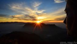 Východ slunce na Adamově hoře