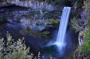 9/365 Původní plán vyjet směr Whistler byl už na včerejšek, ale po posteli jsme ještě ladili životopisy, protože standartní formát kanadského životopisu se krapet liší od jiných. Tohle je vodopád Brandywine falls pár kilometrů před Whistlerem.