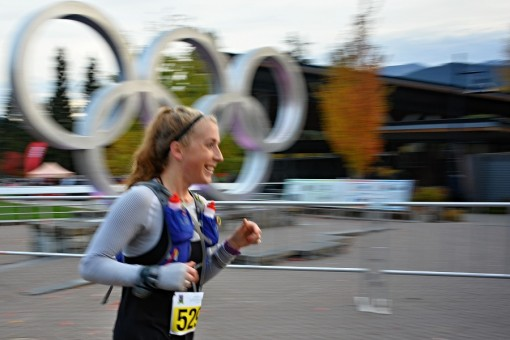"""34/365 V sobotu se ve Whistleru hned od brzkých ranních hodin běžela tzv """"Whistler 50 relay & ultra"""" - 50 mil dlouhý závod. Hlavní závod běží jednotlivci, 4 kola po trati v okolí Whistleru a je to mimo jiné kvalifikací do běžecké ultramaratonské repre Kanady. Dál je pak kupa dalších kategorií, kratších, stejně dlouhých, štafetových. Hlavní 50 milový (80km) závod vyhrál Jesse Booi s časem 6hod 18min. Hmmm..."""