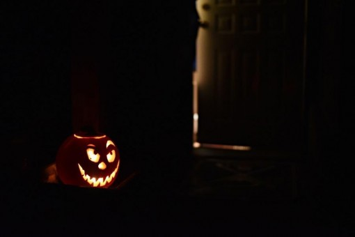 47/365 Halloween se blíží a my jsme přiipravení! Jasně, že jsme si taky zkusili vyrobit tradiční dýni. Jak jsme vyráběli a něco málo o tomhle svátku hezky popsala Paní Čuba (rozuměj Pája na svém recepto-blogu) - takže doporučuji číst zde: http://bit.ly/halloween-dyne. Uvidíme, co tu uvidíme v sobotu večer za zrůdy po ulicích a uvidíme, jaká bonusová fotka vám přijde v dalším emailu