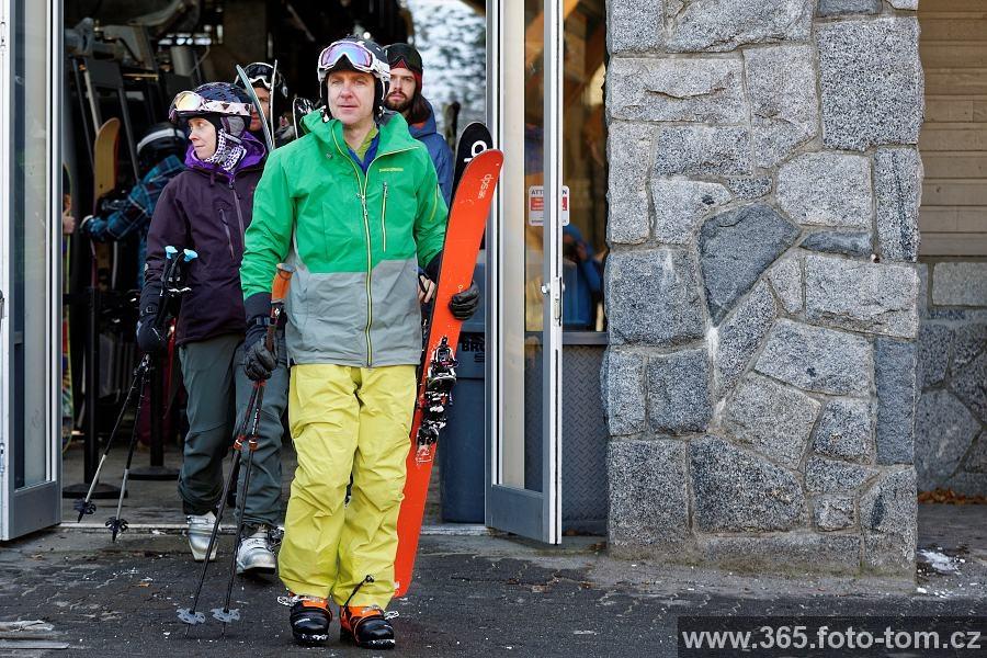 67/365 Je to tu, dnes otevřeli část sjezdovek a odstartovali tak 50. sezonu lyžování ve Whistleru. Fronta natěšených nadšenců stála před lanovkou prý už od šesti od rána, aby byli právě oni ti, kdo letos vyjeli na svah první. To jsme si teda rozhodně nechali ujít a v klidu se věnovali poslouchání polštáře :-)