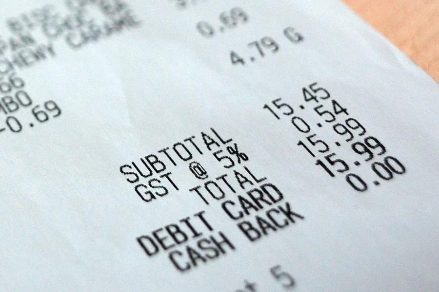 152/365 - Nakupovat jídlo člověk musí i v Kanadě, ani tady ho nedávají zadarmo. Ve Whistleru je vše cca 2x dražší než ve Vancouveru. Nato si člověk časem zvykne. Ceny všeho jsou v Kanadě uváděné bez daně, což pro nás byl chvíli nezvyk. Ale velmi lehce si člověk zvykne, že daň za potraviny tu je 5% (v ČR je 15%), to mi přijde fér, že stát nerýžuje na tom, že lidi potřebují k životu jíst ;o)
